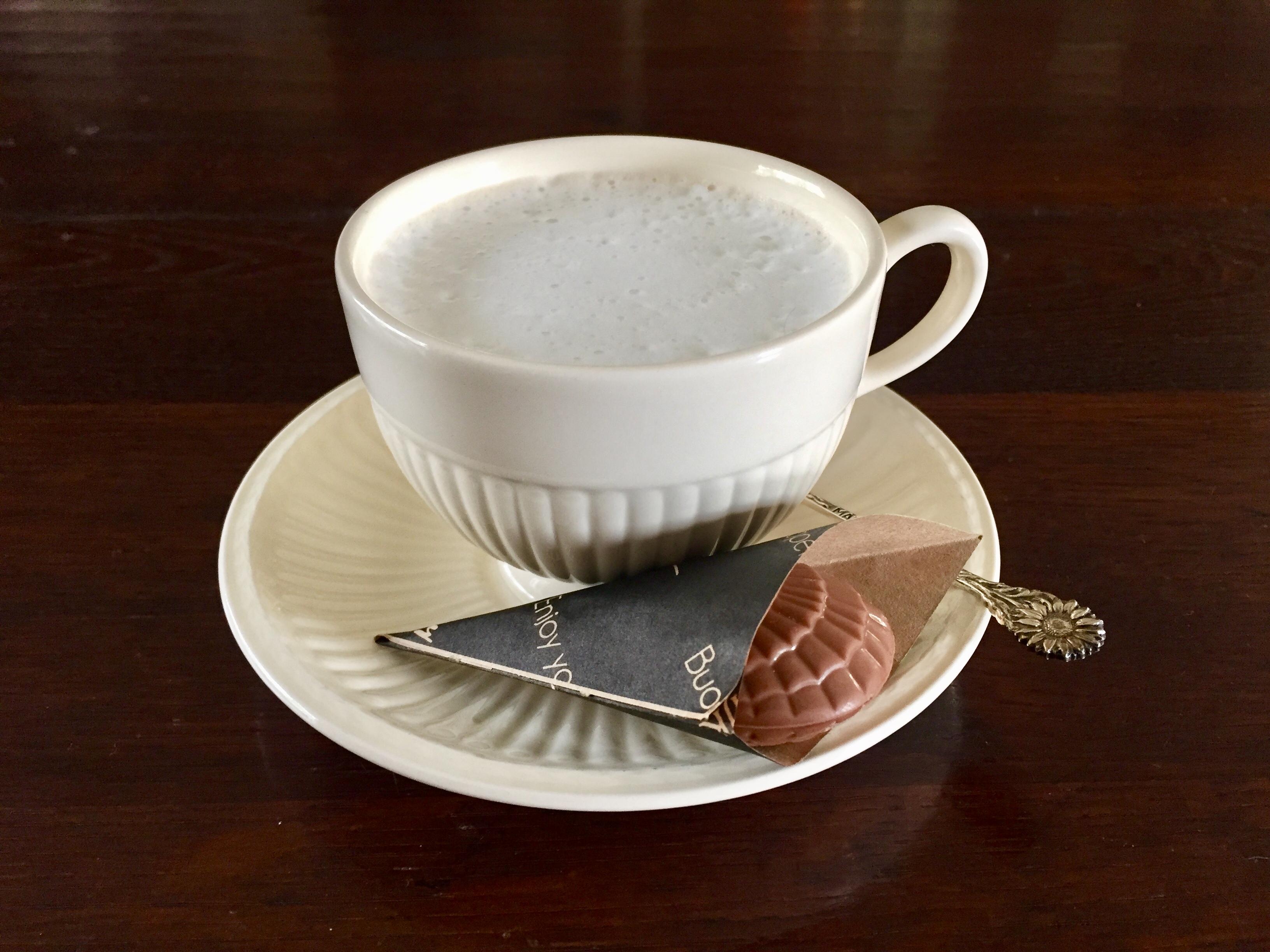 Bonbonzakjes bij kopje koffie